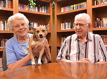 seniors make friends in assisted living